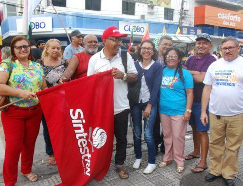 Ato público do Dia do Trabalhador reúne sindicatos e partidos no centro da cidade