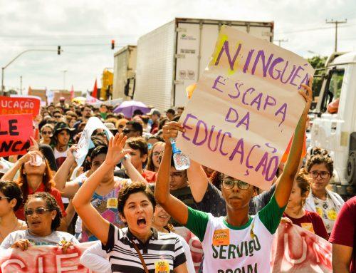 Mossoroenses descem o Alto de São Manoel em protesto contra os cortes na educação pública e a reforma da previdência