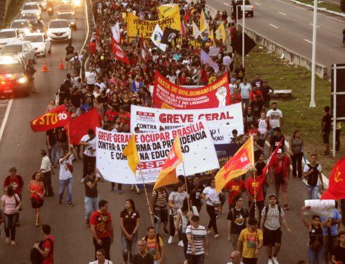 Greve Geral do dia 13 leva multidão às ruas da capital