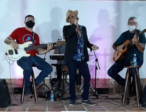 Celebração natalina do Sintest/RN contou com show de Isaque Galvão